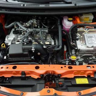 Detailing your car engine bay